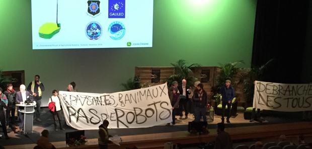 High-Tech - Le salon de la robotique agricole chahuté par des manifestants